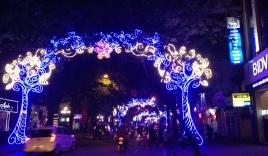 Chùm ảnh: Đường phố Hà Nội đón Tết khác lạ
