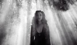 """Ái Phương """"ma quái"""" trong MV """"Tôi thấy hoa vàng trên cỏ xanh"""""""