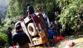 Tin giao thông ngày 1/2: Ô tô tải lao xuống vực sâu, 7 người thương vong