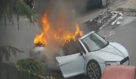 Video: Bình cứu hỏa không thể cứu Audi bốc cháy