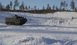 Thiết giáp đổ bộ AAV chinh phục địa hình băng tuyết tại Na Uy