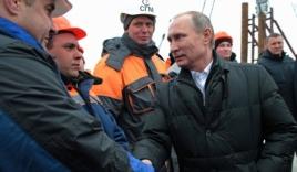 Video: Putin tới thăm Crimea, kỷ niệm 2 năm sáp nhập