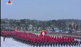 Video: Triều Tiên diễu binh quy mô lớn, thề trung thành với Kim Jong-un