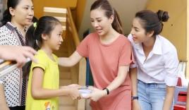 Hoa Hậu Thu Hoài cùng Phạm Hương về tận An Giang làm từ thiện