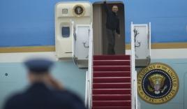 Video: Obama lên chuyên cơ, bắt đầu tới thăm Việt Nam
