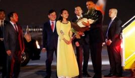 Video: Cảnh đón tiếp Tổng thống Obama tại sân bay Nội Bài