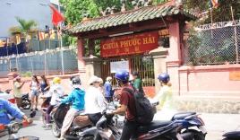 Người dân Tp Hồ Chí Minh tập trung đông đúc trước cổng ngôi chùa ông Obama sắp ghé thăm