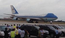 Máy bay đầu tiên chở Tổng thống Mỹ Barack Obama hạ cánh xuống Tân Sơn Nhất