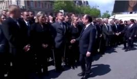 Video: Tổng thống Pháp sượng sùng vì bị cảnh sát từ chối bắt tay