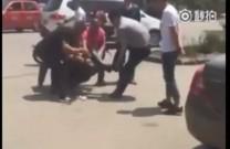 Bị người dân đánh tơi tả vì cướp tiền trên phố