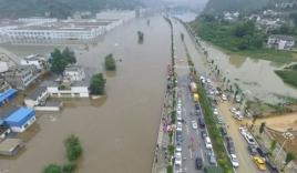 Ít nhất 180 người thiệt mạng do mưa lũ