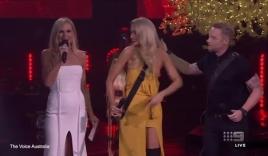 Thí sinh nữ lộ ngực trong đêm chung kết The Voice Australia