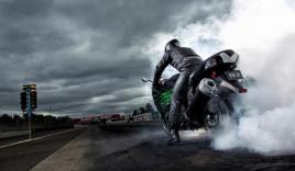 Pha luồn lách tránh tai nạn khó tin của biker