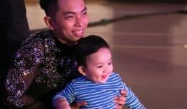 Clip con trai Khánh Thi ngộ nghĩnh học nhảy cùng bố