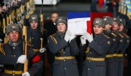 Video: Máy bay đưa thi thể đại sứ Nga bị ám sát về nước