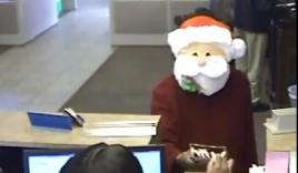 Video: Giáng sinh, đeo mặt nạ ông già Noel đi cướp ngân hàng