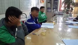 3 tài xế taxi tiểu bậy ven đường bị xử phạt