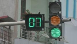 Không đi khi có đèn xanh, tài xế bị phạt bao nhiêu?