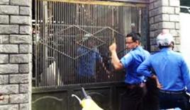 3 mẹ con khóa cửa nhốt 6 cán bộ phường, dọa cho nổ bình gas