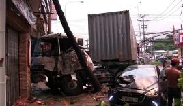 Xe đầu kéo gây tai nạn liên hoàn, 3 người thương vong