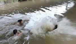 Nghỉ học thêm đi tắm sông, 3 học sinh lớp 12 chết đuối thương tâm