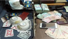Phó Chủ tịch xã bị bắt quả tang khi đang đánh bạc trong nhà nghỉ