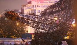 Dàn cẩu công trình đổ sập sau tiếng nổ 'như bom' tại Hà Nội