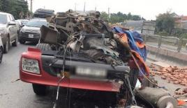 Va chạm xe tải chở gạch, 'hung thần' container rụng mất buồng lái
