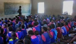 Ở nơi băng vệ sinh đắt bằng cả ngày lương, cứ 'đến tháng' các thiếu nữ phải nghỉ học cả tuần vì xấu hổ