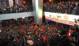 Hàng vạn cổ động viên 'vỡ mộng' vì các cầu thủ U23 bí mật rời sân bay Vinh