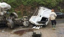 Xe bồn văng mất cabin sau cú va chạm cực mạnh với container