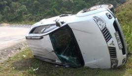 5 người may mắn thoát chết khi xe bị lật cách vực sâu 40m