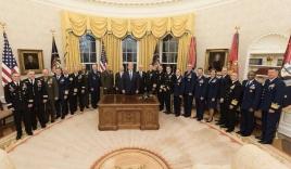 Bức ảnh gây chú ý của ông Trump giữa lúc Syria 'căng như dây đàn'