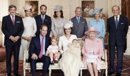 Nhiều năm trôi qua, bánh cưới từ 5 đám cưới Hoàng gia Anh sắp được đem ra đấu giá, bạn sẽ bất ngờ với giá trị thật của 1 miếng bánh