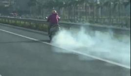 Clip: 'Ninja Lead' hiên ngang phi như bay trên cao tốc với ống pô xả khói mù mịt