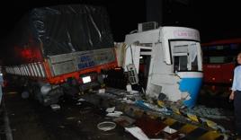 Xe tải tông sập cabin thu phí cao tốc TP HCM - Trung Lương rồi gây tai nạn liên hoàn