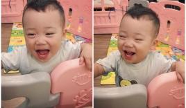 Hình ảnh con trai bella cười toe toét khoe 8 chiếc răng dù bị mắng tội nghịch phá cũi được chia sẻ khiến nhiều người thích thú