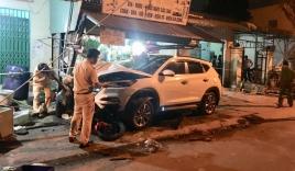 Tránh hai học sinh qua đường, ô tô tông 4 xe máy khiến 2 người tử vong
