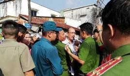 Rất đông người dân Thủ Thiêm muốn gặp Chủ tịch TP nhưng không được vào