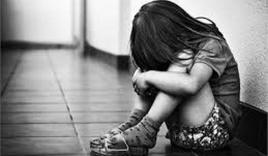 Điều tra nghi án cháu bé 7 tuổi bị thiếu niên 13 tuổi hiếp dâm khi đang chơi trước sân nhà
