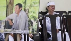 Vợ cũ Lê Bình nghẹn ngào đeo khăn về chịu tang chồng