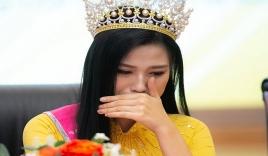 Hoa hậu Đỗ Thị Hà hoảng hốt báo tin xấu khiến fan vô cùng lo lắng
