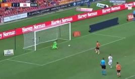 Thủ môn A.League bẽ mặt trước quả đá penalty kinh điển của học trò Robbie Fowler
