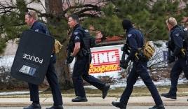 Toàn cảnh thế giới ngày 23/3: Xả súng tại cửa hàng tạp hóa Mỹ, Trump chế giễu Biden