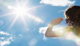 Ánh sáng mặt trời 'phá hủy' mắt như thế nào?