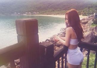 Angela Phương Trinh mặc bikini gợi cảm trên biển Đà Nẵng