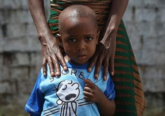 Nụ cười và nước mắt của những người trở về từ cõi chết Ebola