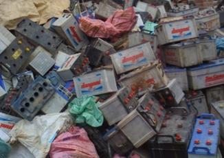 Nghệ An: Phát hiện vụ vận chuyển hơn 9 tấn chất thải nguy hại