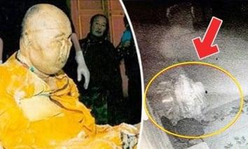 Tranh cãi hình ảnh chụp xác ướp gần 100 năm không phân hủy bất ngờ 'tỉnh giấc'… đi lại trong tu viện