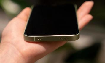Hình ảnh iPhone 13 'rò rỉ' gây tranh cãi vì không cổng sạc